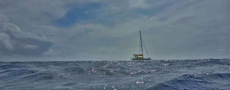 Catamaran au loin