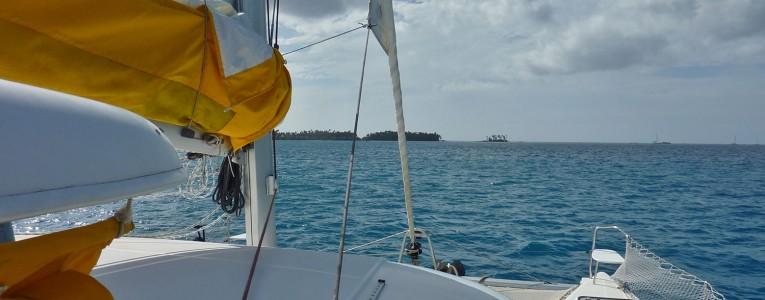 L'extérieur de notre catamaran en Polynésie