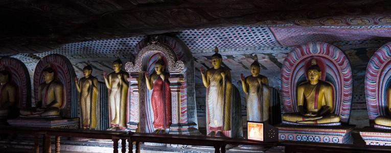 Intérieur des grottes de Dambulla