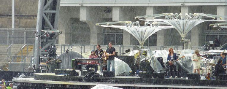 Première partie sous la pluie
