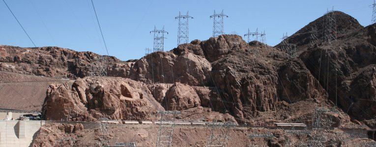 Pilones et pierres au Hoover Dam