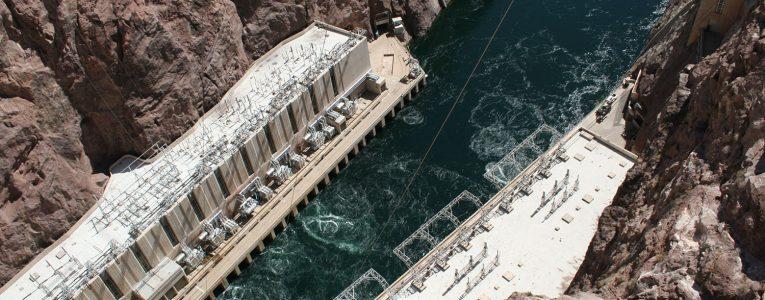 Vue du Hoover Dam sur le fleuve Colorado