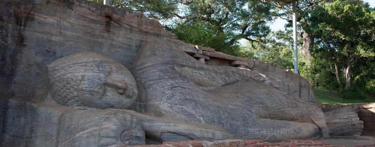 Le gal vihara et les statues de Bouddha à Polonnaruwa