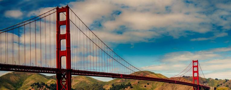 En bas du Golden Gate Bridge